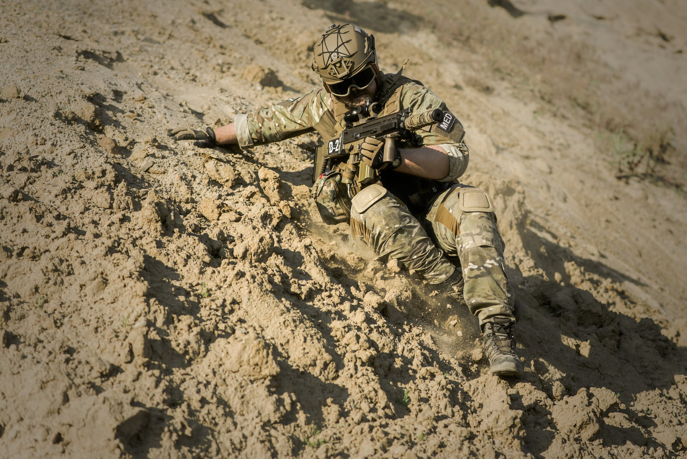 war-desert-guns-gunshow-163410